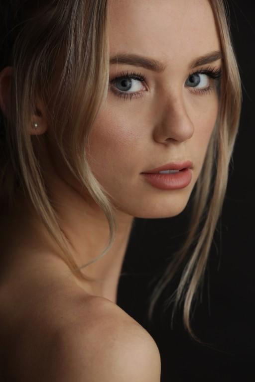 Amber Davis Nude Photos 1